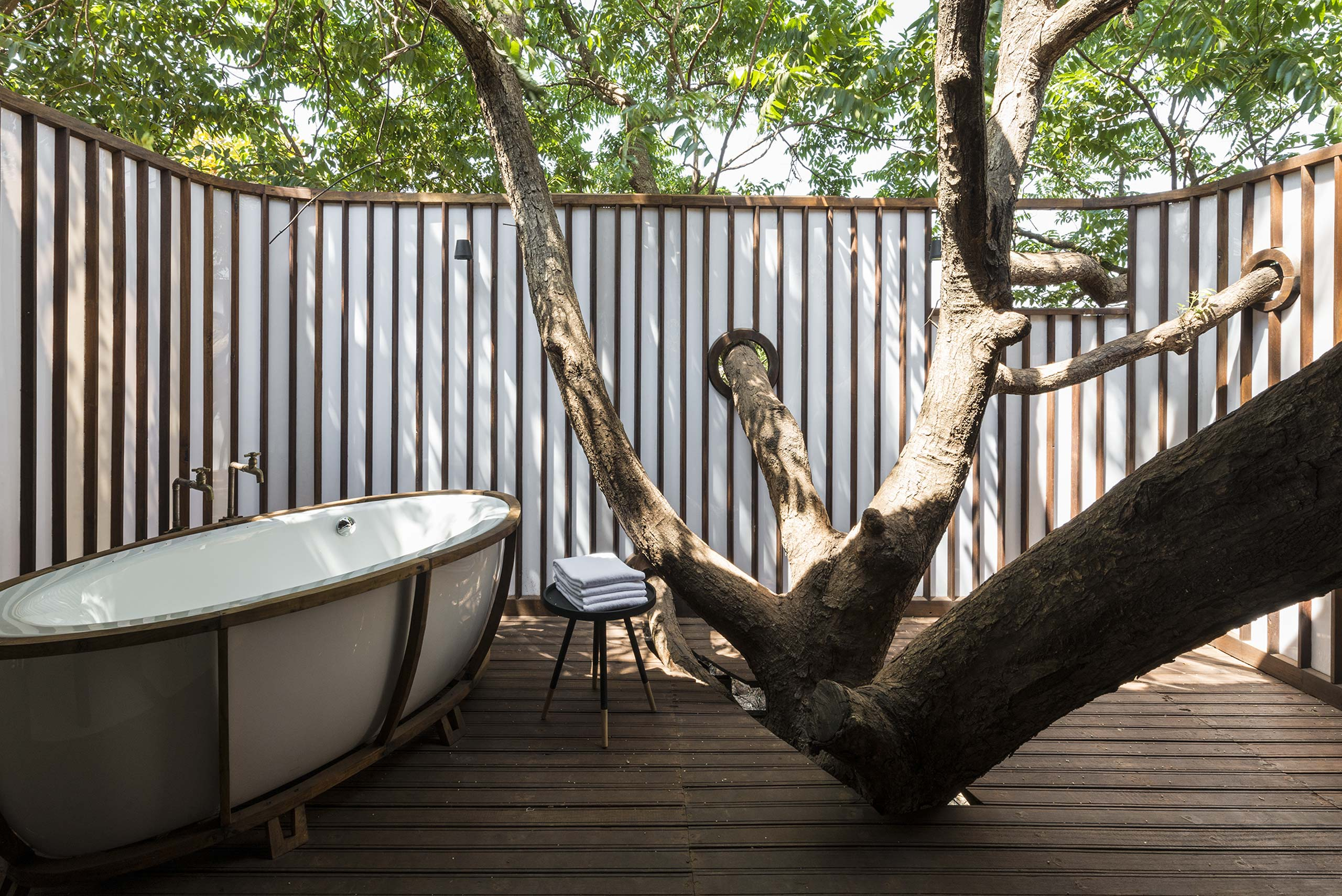 treehouse villa open to sky bathroom