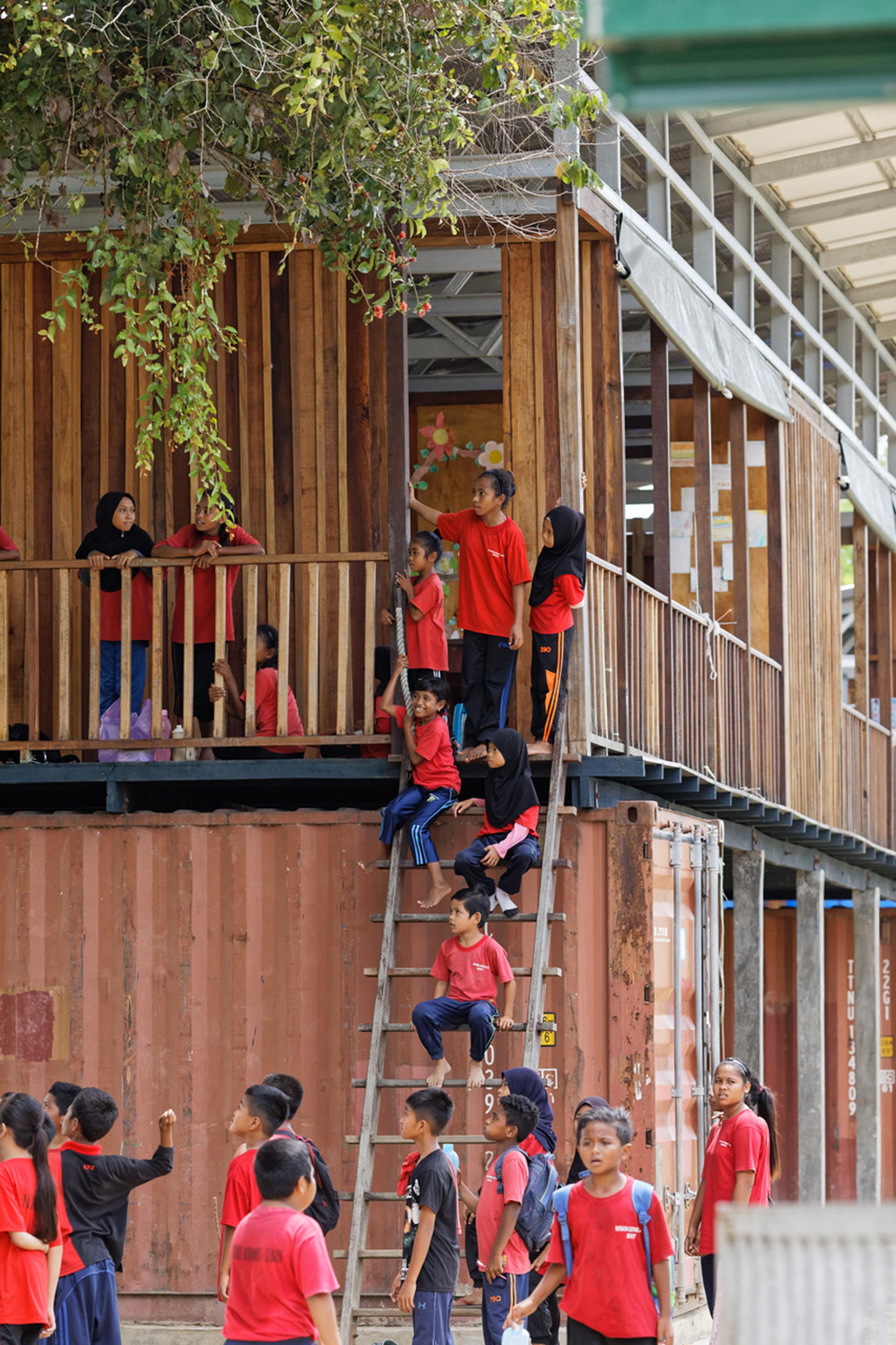 Etania Green School - Architecture BRIO school children on ladder