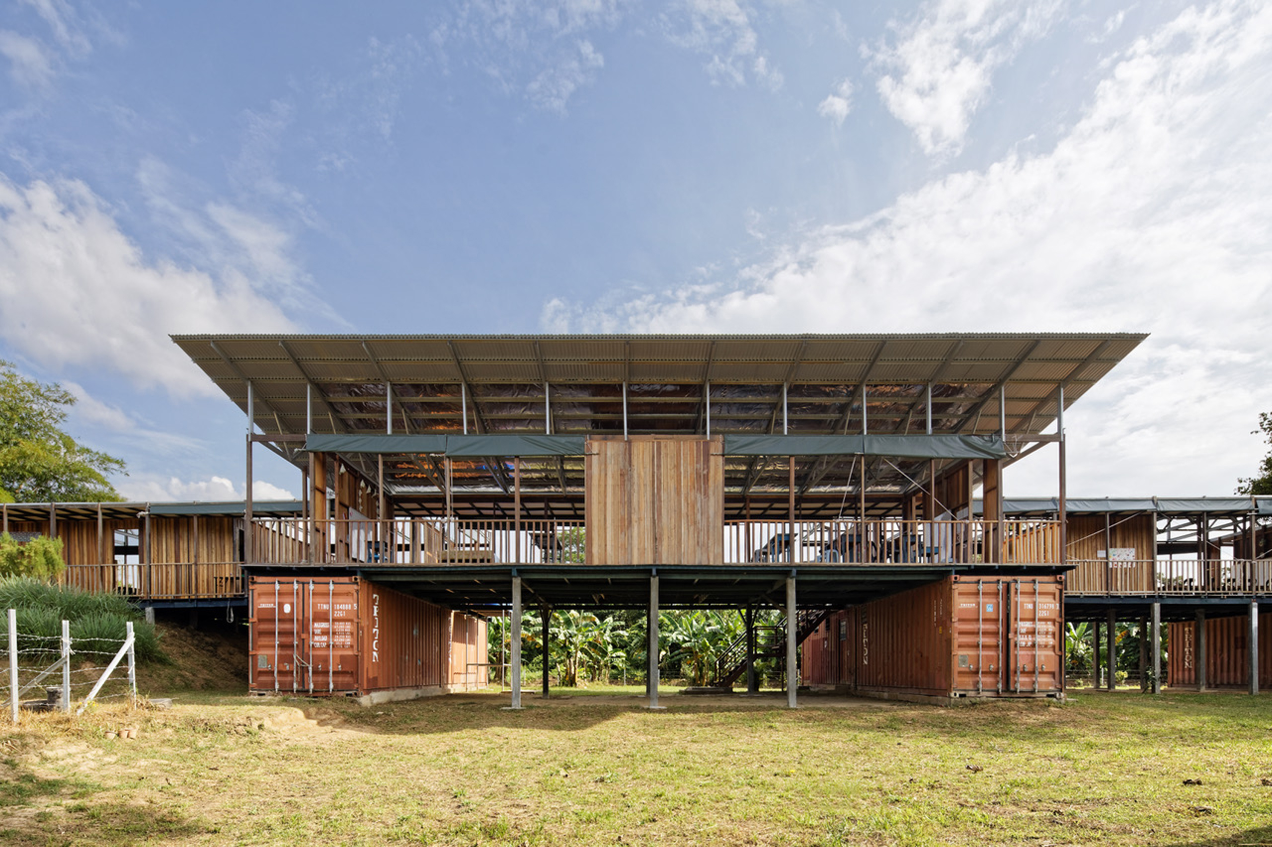 Etania Green School - Architecture BRIO exterior front facade - Green Building